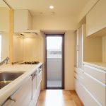 自然素材のオープンキッチン【荒川区】
